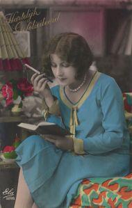 Rauchende Leserin, Postkarte (20er Jahre)